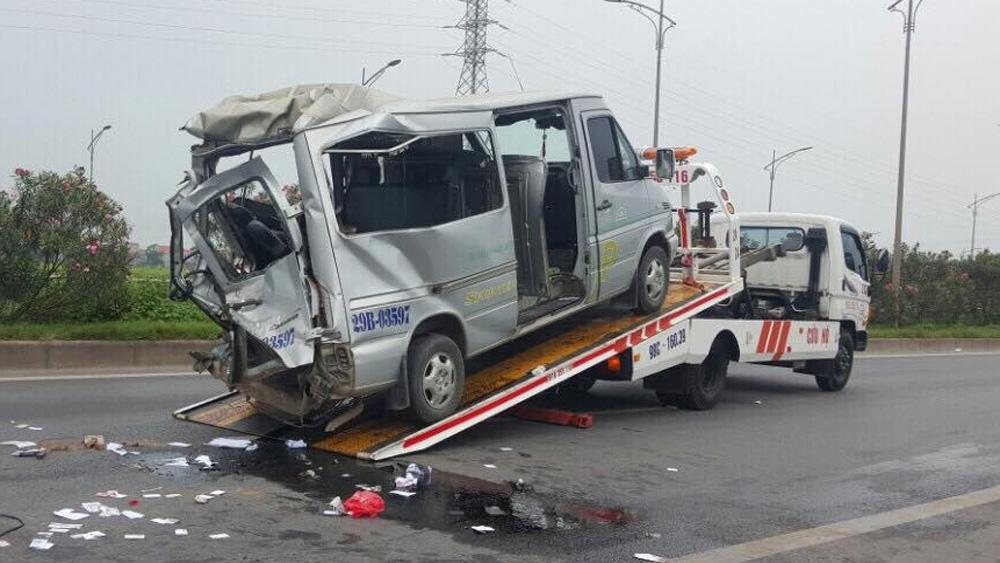 Cao tốc Hà Nội - Bắc Giang: Xe tải đâm vào đuôi xe khách, 2 người chết, nhiều người bị thương